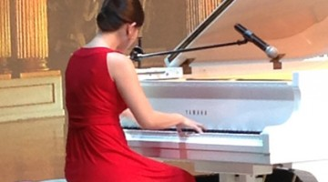 Zizhu Zhao performed two pieces for the CCTV Chinese New Year Gala in January 2014.