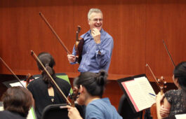 "Martin Chalifour rehearses with the Thornton Chamber Orchestra for a conductor-less performance of Tchaikovsky's ""Serenade for Strings"" (Photo: Daniel Anderson)"