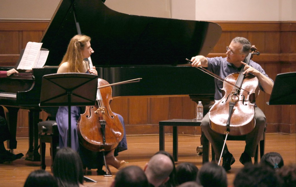 Cellist Raphael Wallfisch led a Master Class with USC Thornton undergraduate student Annie Jacobs-Perkins on May 16. (Photo by Daniel Anderson/USC)