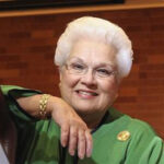 Marilyn Horne wearing green, smiling to the camera