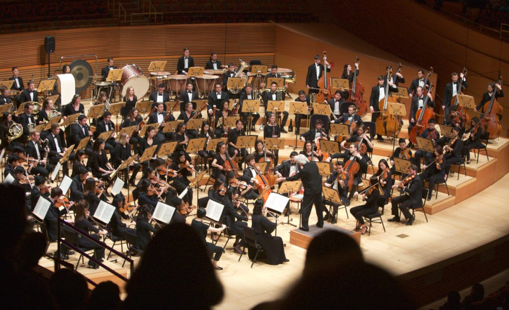 The symphony performs Strauss.