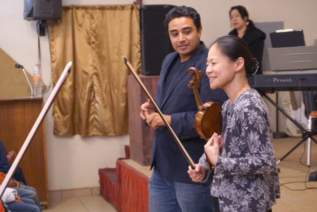 Midori with Tito Quiroz, who helped organize the trip. He established and runs a music academy in Ensenada, Benning Academia de Música. (Photo by Moises Encino)