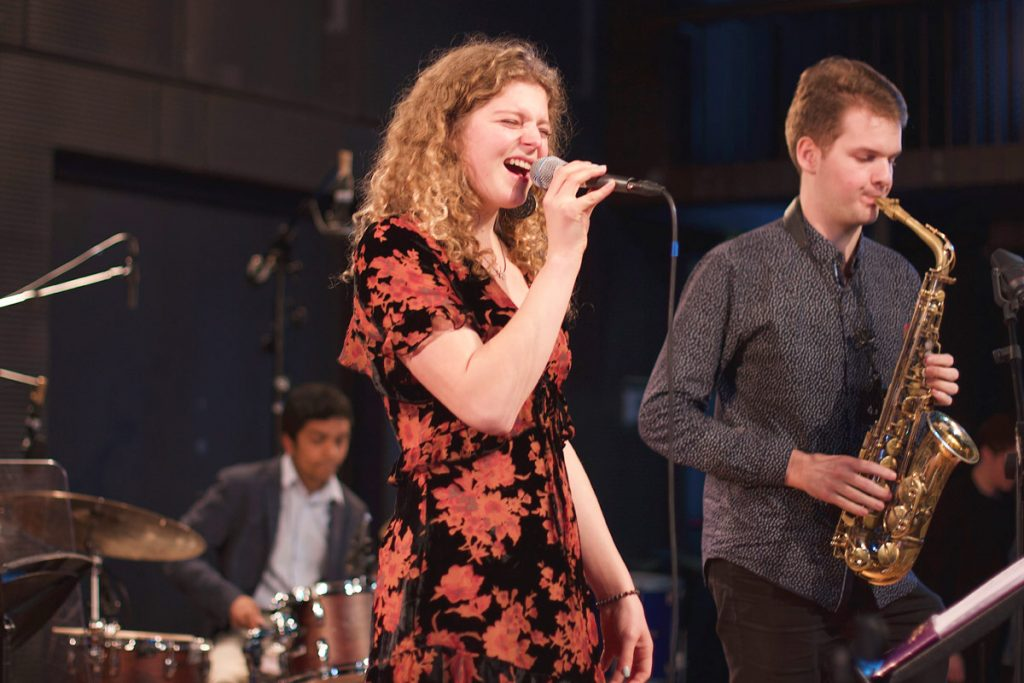 Grace Corsi (vocals), Sam Reid (piano), William Barrett (double bass), Suraj Partha (drums), and Dutch student Mo van der Does performed as Short Story.