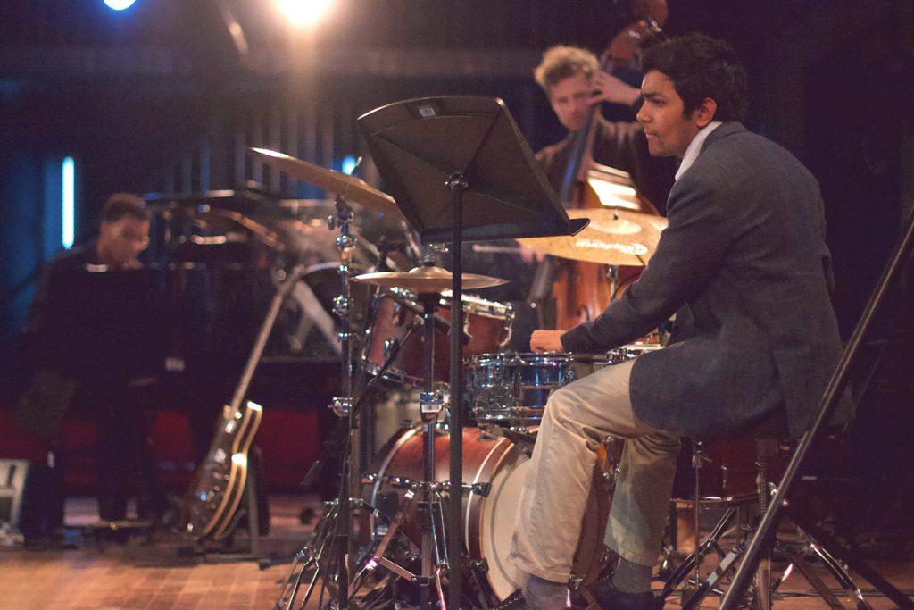 Grace Corsi (vocals), Sam Reid (piano), William Barrett (double bass), Suraj Partha (drums), and Dutch student Mo van der Does performed as Short Story.