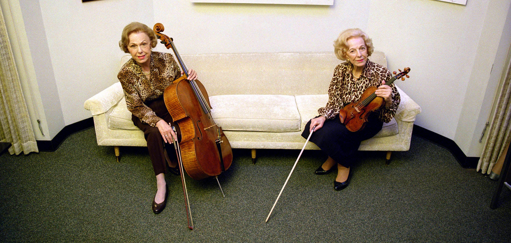Alice Schoenfeld (right) and her sister, Eleonore Schoenfeld, in 2003.