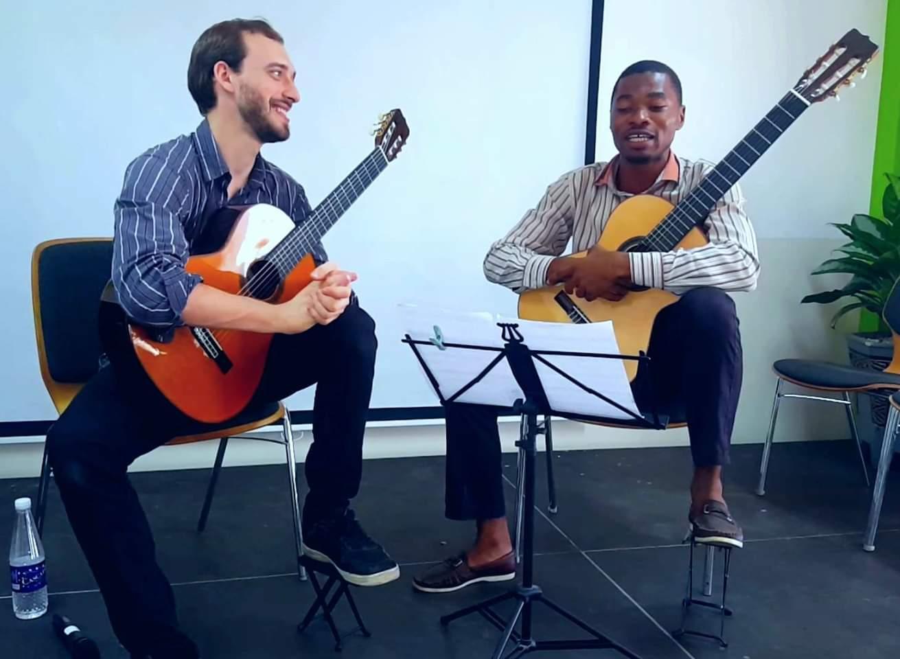 Photo of Mircea Gogoncea and Olushola Hamilton during a lesson