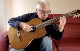 Pepe Romero playing guitar