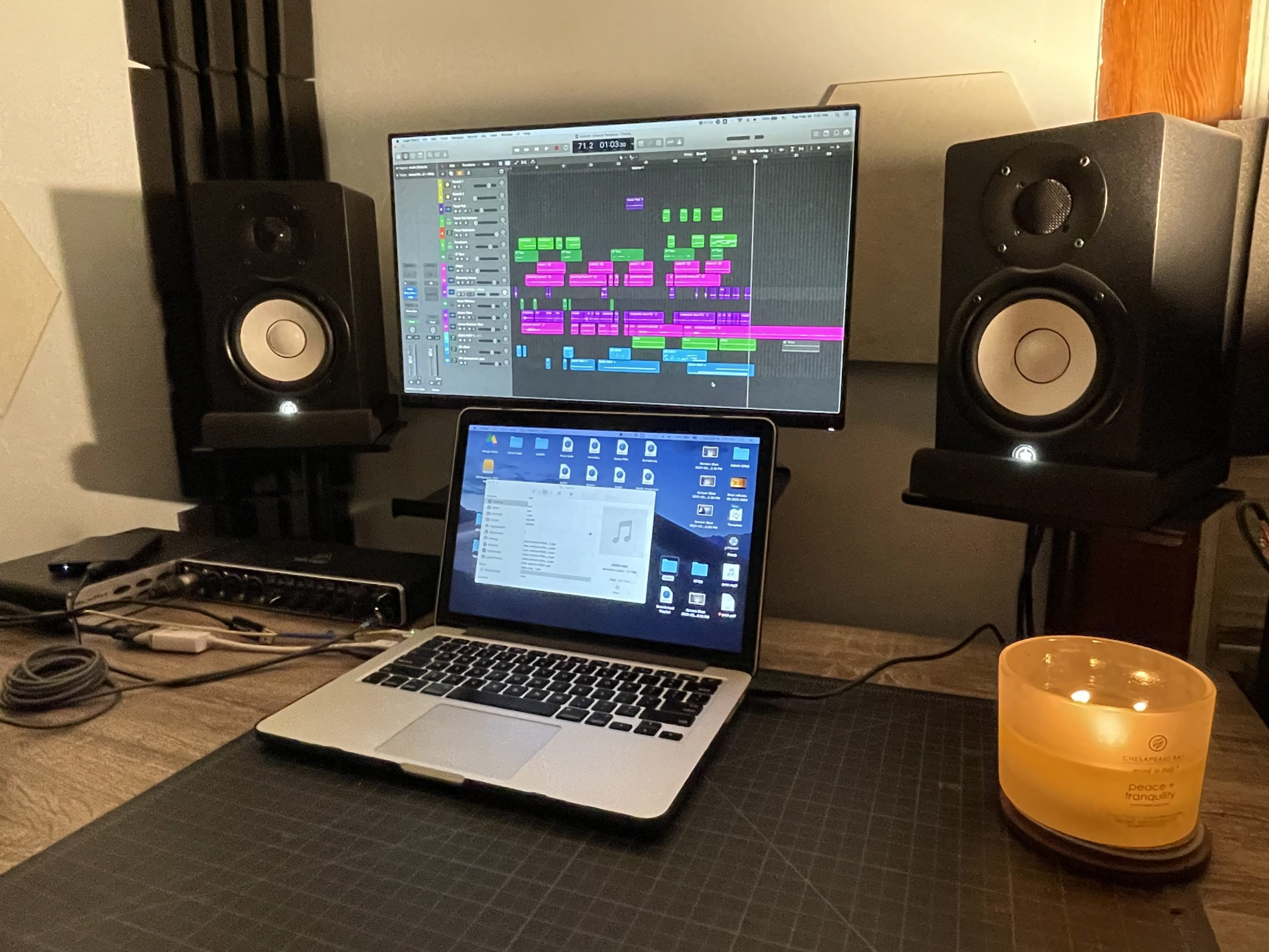 Work desk with speakers
