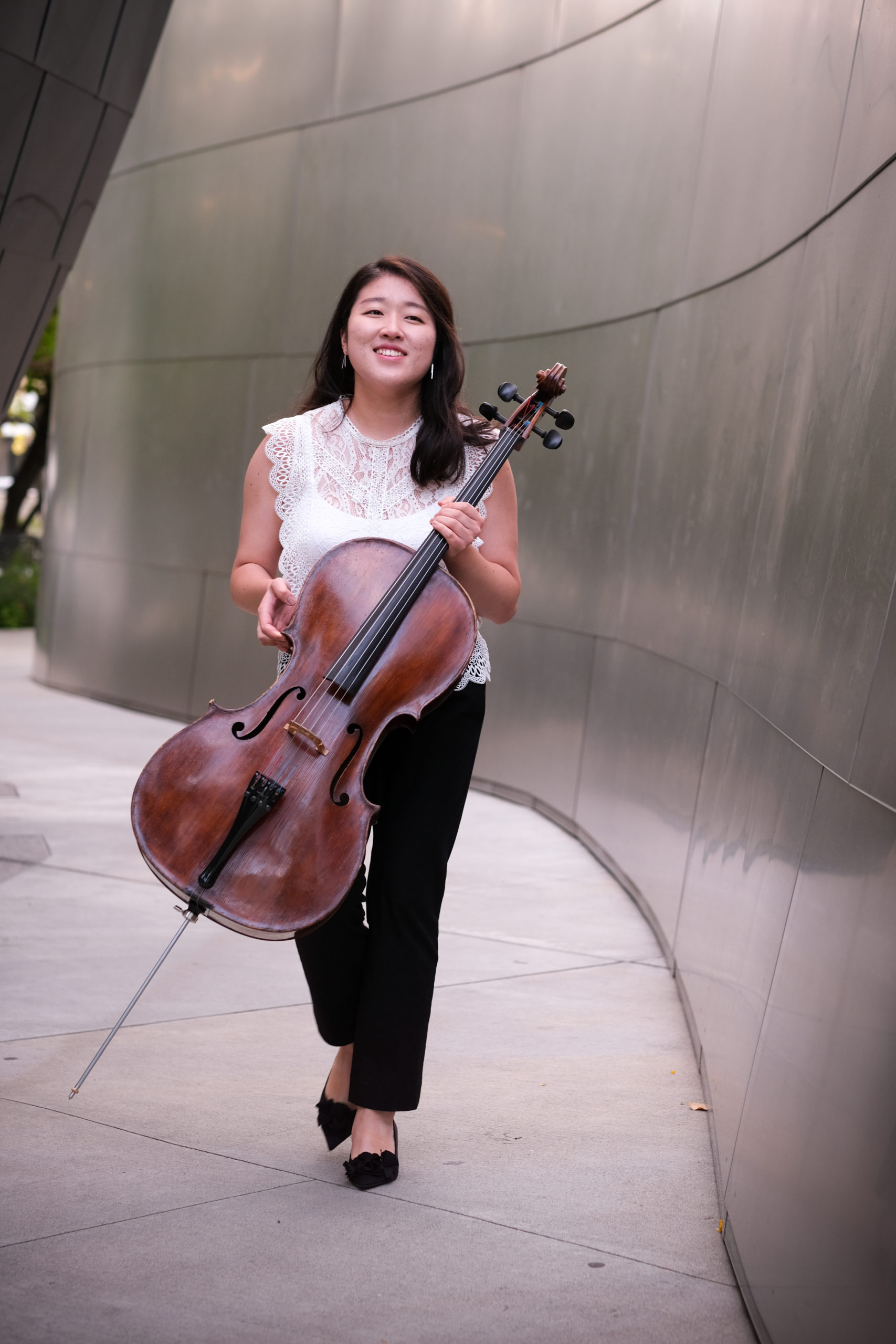 Outdoor photo of Ye Lin (Stella) Cho holding cello